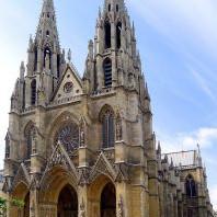 Sainte-Clotilde – Sainte-Valère : basilique du XIXe siècle, de style gothique